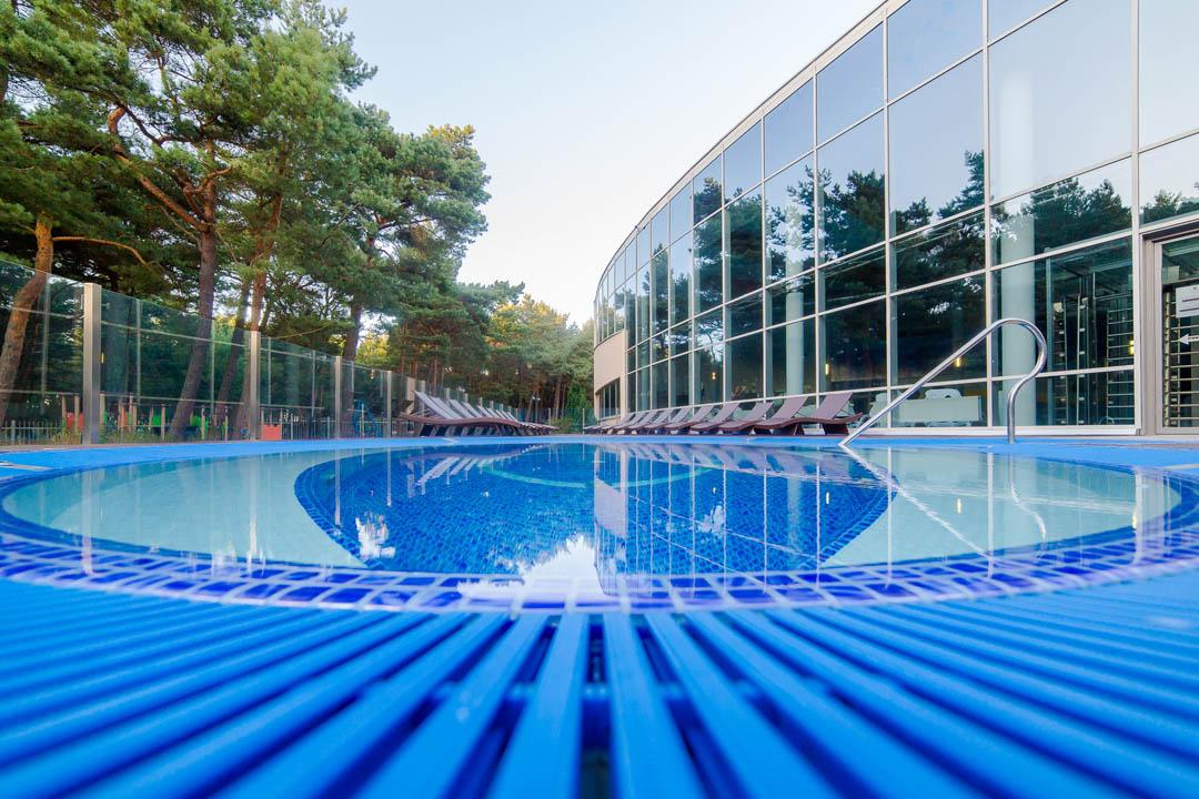 jacuzzi na tarasie basen hotelowy Dźwirzyno