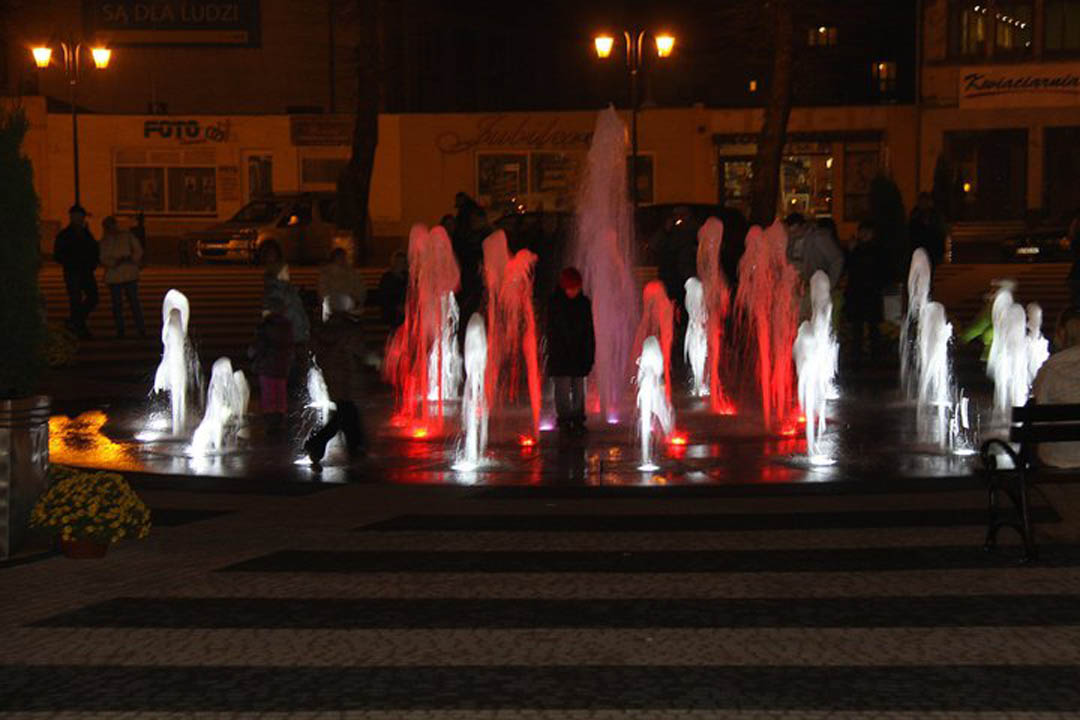 kolorowa fontanna miejska Gryfice