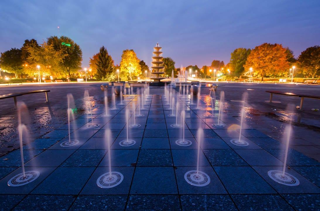 kolorowa fontanna miejska Piła
